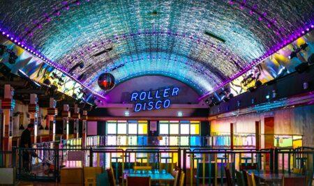 Las discotecas, salas de baile y bares de copas de la Comunidad de Madrid pueden desde hoy ofrecer servicios de hostelería y restauración